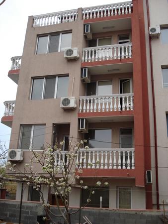 семеен хотел Велеви