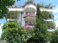 Hotel Yana
